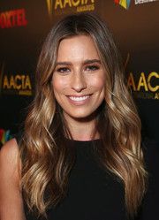 Renee Bargh was a boho babe at the AACTA International Awards with this wavy, center-parted 'do.