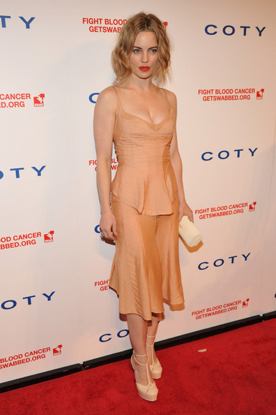 Melissa George wore a stand-out pair of beige t-straps with sexy ankle straps to the DKMS Linked Against Blood Cancer Gala.