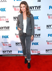 Keri Russel sported a neutral look with this jeans, blazer, and brogues combo at the 'Running Wilde' premiere.