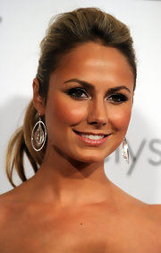 Stacy Keibler highlighted her high ponytail with silver hoop earrings.