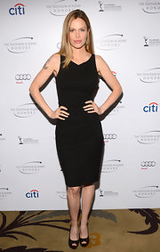 Kristin chose this black sheath dress to show off her curves at the Television Academy Awards.
