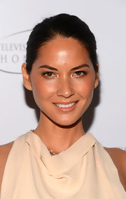 Olivia Munn chose a classic bun to keep her look fresh and radiant.