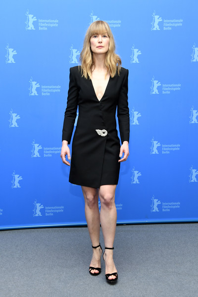 Rosamund Pike polished off her look with a pair of strappy black heels.