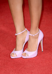 Thandie Newton chose a pair of pale lavender pumps for the 2013 Golden Globes.