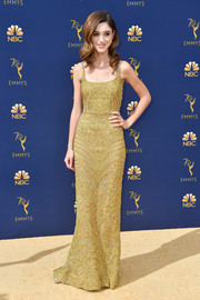 Natalia Dyer glammed up in an intricately embroidered gold gown by Dolce & Gabbana for the 2018 Emmys.