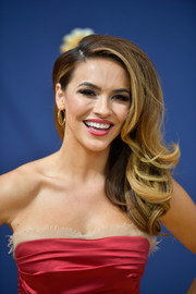 Chrishell Stause got glammed up with these bouncy side-swept waves for the 2018 Emmy Awards.