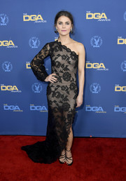 Keri Russell went for sultry glamour in a black lace one-shoulder gown by Oscar de la Renta at the 2019 Directors Guild of America Awards.