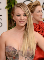 Kaley Cuoco wore her sleek straight hair in a side sweep during the Golden Globes.