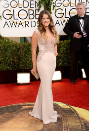 Sosie Bacon stepped out on the Golden Globes red carpet looking chic and sexy in a mauve Rhea Costa gown with an embellished bodice.