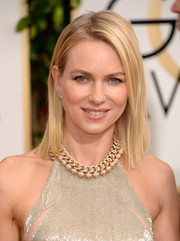 Naomi Watts kept is simple with this loose, straight 'do at the Golden Globes.