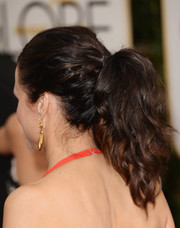 Julia Louis-Dreyfus added some edge to her Golden Globes look with this wavy ponytail.