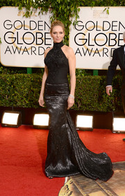Uma Thurman looked as sexy as ever in a black turtleneck gown by Atelier Versace during the Golden Globes.