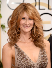 Laura Dern wore her hair in voluminous waves with eye-grazing bangs during the Golden Globes.