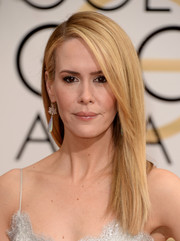 Sarah Paulson wore a simple yet stylish straight 'do during the Golden Globes.
