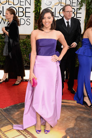 Aubrey Plaza sported a sweet mix of colors at the Golden Globes with this purple and pink strapless gown by Oscar de la Renta.