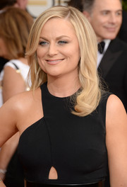 Amy Poehler styled her hair with sweet, barely-there waves for the Golden Globes.