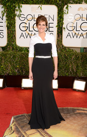 Julia Roberts looked sharp in this monochrome Dolce & Gabbana shirtdress/evening gown hybrid during the Golden Globes.