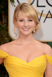 Melissa Rauch looked adorable with her side-swept curls at the Golden Globes.