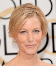Anna Gunn swept her hair up into a retro-chic 'do for the Golden Globes.