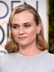 Diane Kruger looked very ladylike wearing this side-parted style with wavy ends at the Golden Globes.