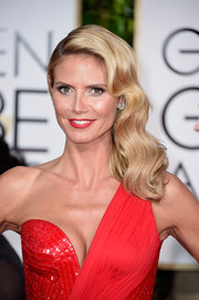 Heidi Klum looked lovely with her vintage-style side sweep at the Golden Globes.