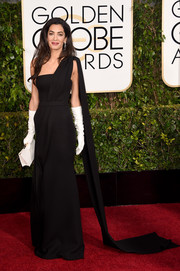 Amal Alamuddin Clooney looked very queenly at the Golden Globes in a black Dior Couture gown featuring a single shoulder strap that flowed into a long train.