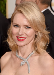 Naomi Watts adorned her bare neckline with an ultra-luxe Bulgari diamond snake necklace.