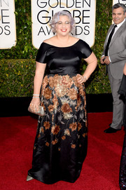 Jenji Kohan donned an off-the-shoulder gown with a flower-print skirt for the Golden Globes.