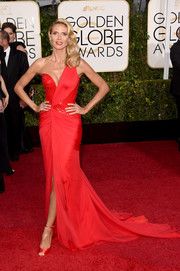 Heidi Klum oozed sexy sophistication at the Golden Globes in a red Versace one-shoulder gown.