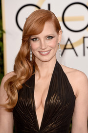 Jessica Chastain looked just like a doll wearing this wavy side sweep at the Golden Globes.