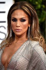 Jennifer Lopez sported a '60s-sexy teased hairstyle at the Golden Globes.