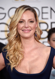 Katherine Heigl went the ultra-feminine route with this curly 'do at the Golden Globes.
