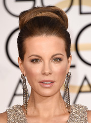 Kate Beckinsale made a retro-glam statement with this voluminous high bun at the Golden Globes.