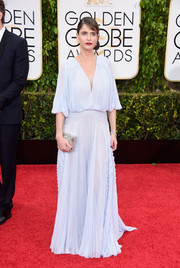 Amanda Peet was easy-breezy on the Golden Globes red carpet in a J. Mendel pleated gown in palest blue.