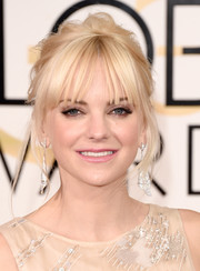 Anna Faris teased her platinum-blonde locks into a messy updo for the Golden Globes.