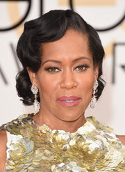 Regina King brought some Old Hollywood glamour to the Golden Globes with this finger-wave updo.