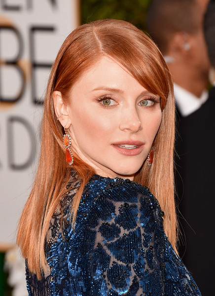 Bryce Dallas Howard wore her red locks sleek straight with a side part at the Golden Globes.