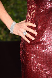 Felicity Huffman paired her sparkling garnet gown with nude nails.