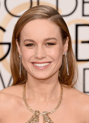 Golden Globes winner Brie Larson let her sparkling gold gown do most of the talking and kept her makeup mostly neutral.