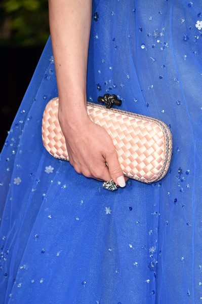 Barbara Meier carried a woven satin clutch with her to the 2016 Golden Globes Awards.