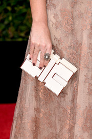 Savannah Guthrie carried a sculpted box clutch to match the neutral color of her gown at the 2016 Golden Globes Awards.