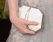 Sarah Hay showed off her white and silver clutch that had dedazzled gems and a crystal detail at the 2016 Golden Globes Awards.