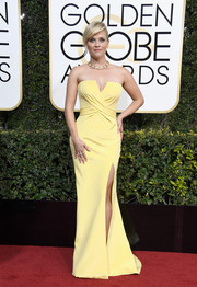 Reese Witherspoon looked flawlessly chic at the Golden Globes in a strapless yellow Atelier Versace gown with a high side slit and crisscross detailing on the bodice.