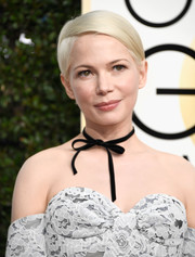 Michelle Williams was a cutie wearing this super-neat side-parted 'do at the Golden Globes.
