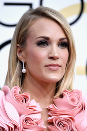 Carrie Underwood opted for a straight, side-parted hairstyle when she attended the Golden Globes.