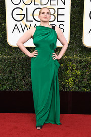 Anna Chlumsky looked divine in an asymmetrical emerald-green gown by Roland Mouret at the Golden Globes.