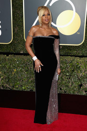 Mary J. Blige oozed sophistication wearing this black Alberta Ferretti off-one-shoulder gown with a silver sleeve and side panel at the 2018 Golden Globes.