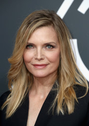 Michelle Pfeiffer wore her hair in a slight messy, side-parted style at the 2018 Golden Globes.