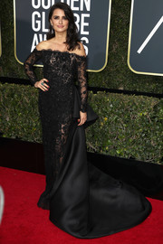 Penelope Cruz looked absolutely regal in a black off-the-shoulder lace gown by Ralph & Russo Couture at the 2018 Golden Globes.