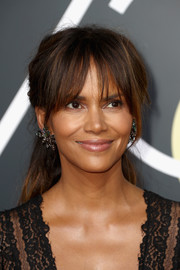 Halle Berry styled her hair into a loose ponytail with eye-skimming bangs for the 2018 Golden Globes.